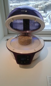 Volcanic pumice from Iceland, in a specially designed microwave oven. Photo: AnnVixen